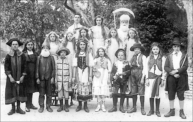 Burton Latimer St Marys School Pageant in c.1918