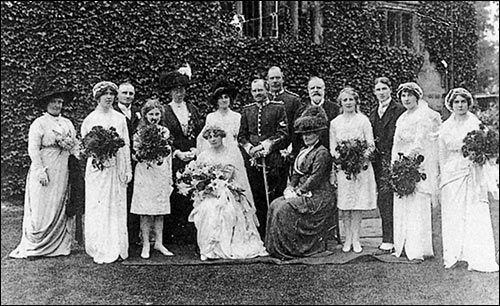 The wedding party at Mildred de Crespigny's wedding in 1913.