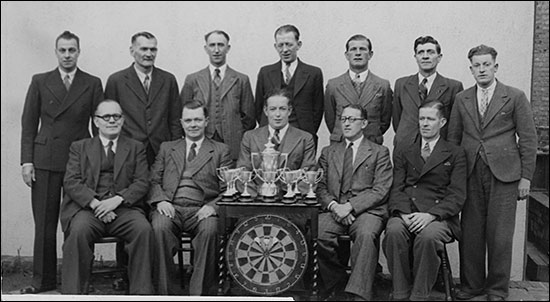 Photograph of the 1946 Waggon & Horses Darts Team.
