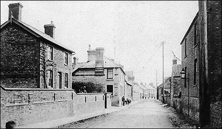 Photograph of The Waggon & Horses dated early 1900s.