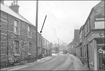 Kettering Road, looking northwards, with Pownall's Bakery arrowed.