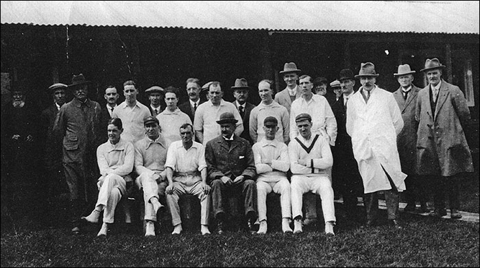 Photo 1930s Cricket Club members and officials